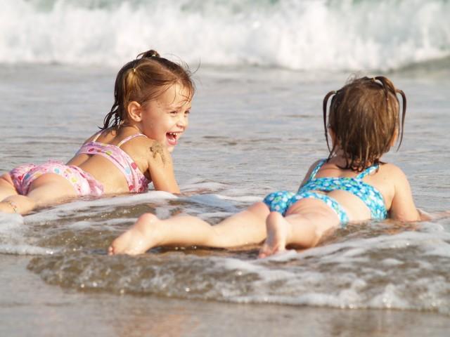 наказаны скач бесп голенких несовершенно летних и в купальниках водой оснащен воротом