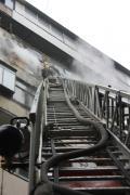 В Златоусте пожар заставил эвакуировать жильцов дома