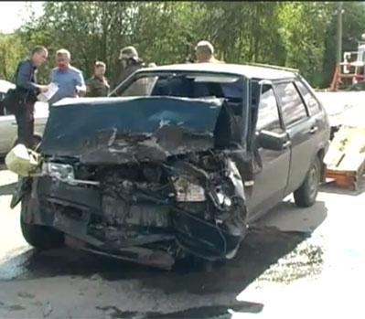 В Златоусте произошло лобовое столкновение автомобилей