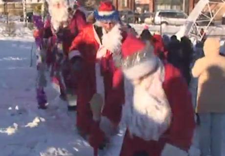 В Златоусте прошел парад Дедов Морозов