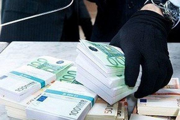 В Златоусте объявлены в розыск двое злоумышленников, похитивших из отделения банка около 4 миллионов рублей