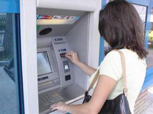 Жительница Златоуста, взявшая выданные банкоматом деньги, может сесть в тюрьму