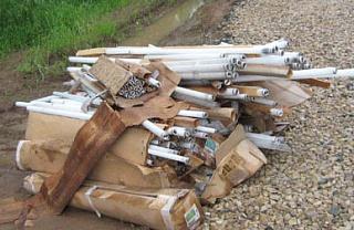 На выезде из Златоуста местный житель нашел ртутный мусор