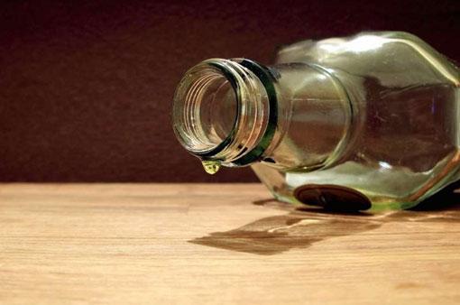 В Златоусте два человека умерли от отравления некачественным спиртным