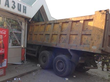 Вячеслав Жилин просит убрать из города весь грузовой транспорт